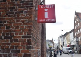 Schild der Tourist-Information am Lappan. Foto: Stadt Oldenburg