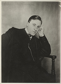 Carl von Ossietzky with watch chain. Photo: University of Oldenburg.
