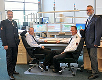 Polizeivizepräsident Dieter Buskohl, Frank Leenderts, Heiko von Deetzen und Hans Rüger in der neuen Kooperativen Großleitstelle Oldenburg. Foto: Polizeidirektion Oldenburg