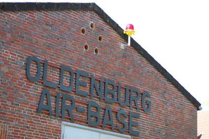 "Schild ""Oldenburg Air-Base"" am Gebäude der Traditionsgemeinschaft. Foto: Stadt Oldenburg"
